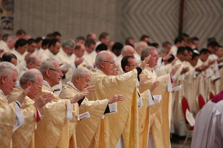 Priests_concelebrate_Mass_with_Pope_Francis_for_the_Feast_of_the_Epiphany_in_St_Peters_Basilica_on_Jan_6_2015_Credit_Daniel_Ib__ez_CNA_CNA_1_6_15.jpg